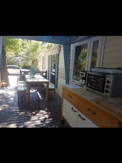Outdoor alfresco kitchen Sheltered and shaded Large private terracd