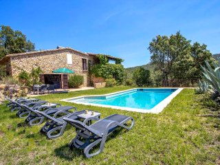 Catalunya Casas: Traditional Villa Romanya for 6, only 10km from Costa Brava bea