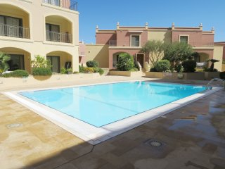 Designer Prestige Property Spacious with Swimming Pool-free Wifi