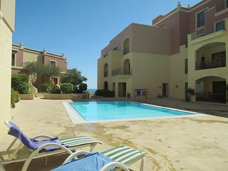 Cozy ground floor Apartment with Swimming Pool  Wi-fi TV sky channels