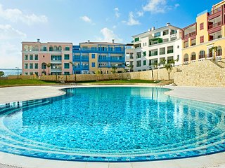 2b Seafront Luxury Pool & Gym Apartment- Limassol Marina Beach