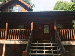 Entire Cabin, Raccoon Ridge, 2b/2b, sleeps 6