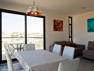 2 min from the beach/shouk Hacarmel