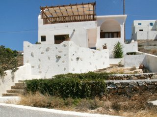 Sikinos 2-bedroom Family house with a rooftop terrace and splendid sea views!