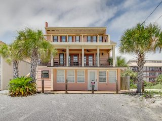 Lovely quadplex w/ decks, Gulf views & easy beach access  - great for groups!