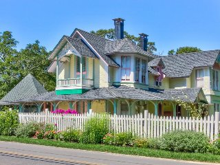 Historic home w/ wrap-around screened porch & garden - walk to beaches & town!