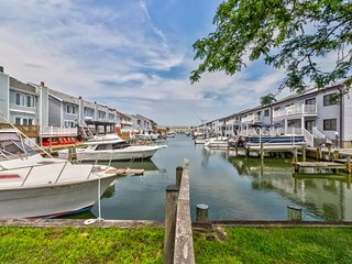 Cozy condo w/ shared pool - close to water and several Ocean City attractions