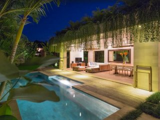4 BR Beachfront Villa in Cangu Bali! Awesome