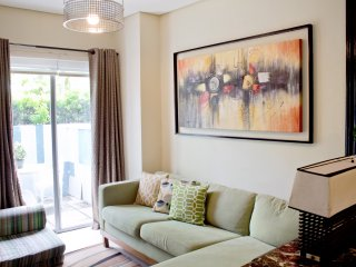 East Bay Residences Rockwell 1 Bedroom with Outside Seating Free Parking