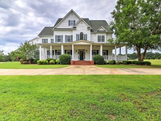 New! 'The Farm Mansion' 7BR Williamson House