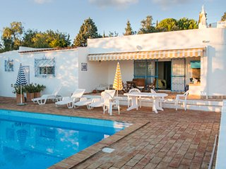 Spacious, modern algarve house with 3 bedrooms, garden & private pool