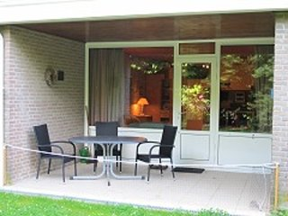 Bright studio with terrace by Lake Grevelingen, 300 metres from the beach