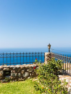 The terrace features unobstructed sea views!