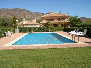 House with private pool and garden