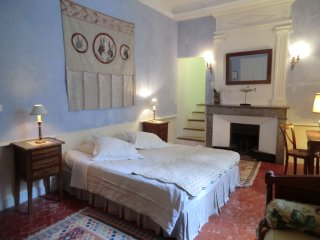 Château De Fontblachère, Chambre Bleu maison d'hôte  Ardèche piscine