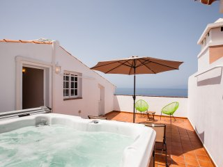 Spacious Penthouse with own Jacuzzi on roof terrace and Breathtaking views, WIFI