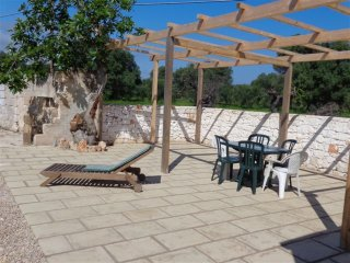 House with 3 bedrooms in Serranova, with furnished garden - 1 km from the beach