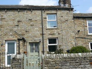 The Haven, charming terraced cottage in Gunnerside, sleeps 4, dogs welcome