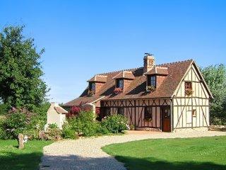 Calm house with a spacious garden