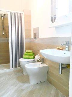 ALBA: Sala da bagno completo con box doccia