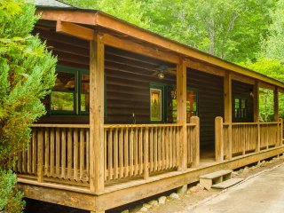 Crestview Cabin - Log Home in the Woods