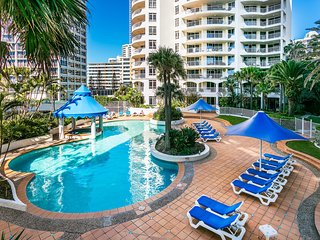Upscale 3 Bedroom Apartment in Surfers Paradise