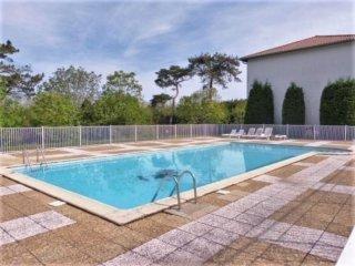 Comfortable flat w/ swimming pool