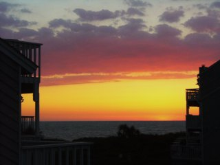 Loaded Gulf View End Unit Only 75 Steps to Beach -Pet Friendly -Pools/Tennis