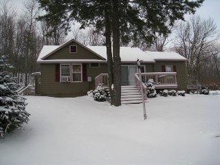 Charming Estate Property w/Luxury Hot Tub! Close to Ski