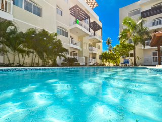 Beautiful, well equipped 2 BR condo steps from the beach