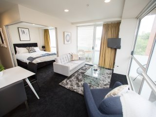 New Year Specials! 2 Bedroom in The Quadrant Hotel, Beautiful Sunny Apartment