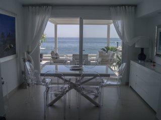 BRISAS DEL MAR, casa contemporánea al borde del mar en Bahia Dorada, Estepona