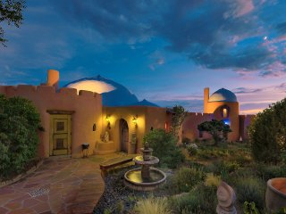 Rass Mandal: The Most Unique Home in Santa Fe - Glorious Views - 10 min. to Town