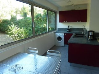 Apartment with 2 bedrooms in Cassis, with enclosed garden and WiFi