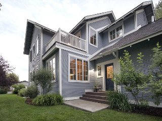 Downtown Jackson Hole Luxury. 2 Blocks from Jackson Twon Square. 5 Bedrooms!