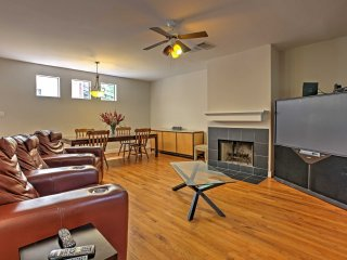 Upscale Houston Townhome in the Heart of Montrose!