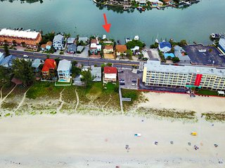 UNIT D: Waterfront Island Condo: Beach and Private Dock