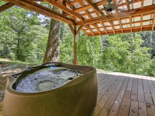 New! 2BR Bryson City Cottage w/ Private Hot Tub!