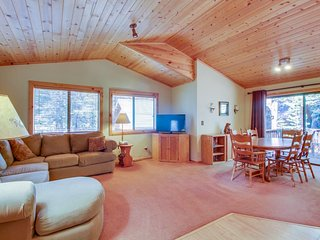 Dog-friendly home w/shared pool, sauna, & tennis - on-site golf, close to slopes