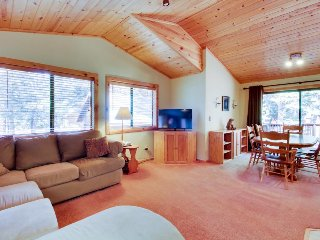 Dog-friendly home w/shared pool, hot tubs, sauna - on-site golf, close to slopes