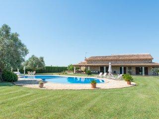Casa rural Sant Vicenc en Sa Pobla con jardines y gran piscina