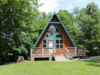 HAVEN RIDGE- Romantic Retreat w/Hot Tub, Mtn Views, Fire Pit & Near New River