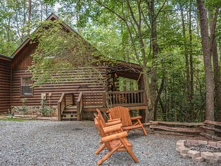 SQUIRRELED AWAY- 2 BR/2BA WITH A LOFT CABIN IN A PRIVATE WOODED SETTING!