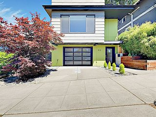 Contemporary 3BR w/ Rooftop Deck & Mountain Views