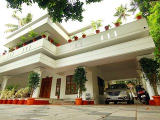 Rak Luxury Villa - Holiday Accommodation in Cochin, Kerala