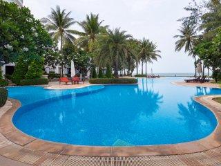 Beachfront Villa -Three Bedrooms Apartment at Baan LonSai Beachfront Condominium