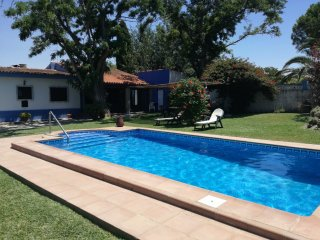 Chalet con piscina privada natural y acogedor