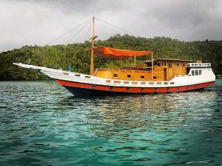 Bima Amanta Explorer' is a semi liveaboard boat for snorkeling