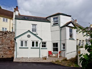Birdcage Cottage located in Kingsand, Cornwall