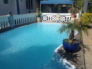 Grande villa& ses 3tours avec piscine privee face a la mer